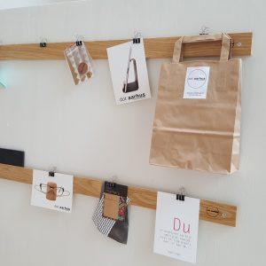 opslagstavle-oak-paper-rack
