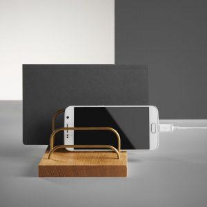Brass-dock-ipad-og-telefonholder-eg-dot-aarhus-1