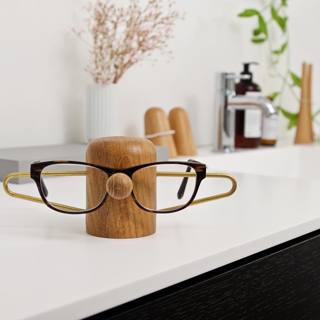 Nosey oak brass - bathroom - dansk design - brilleholder