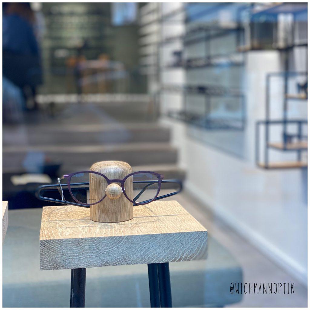 Nosey brilleholder - wichmann optik - danish design - dot aarhus - vinduesudstilling