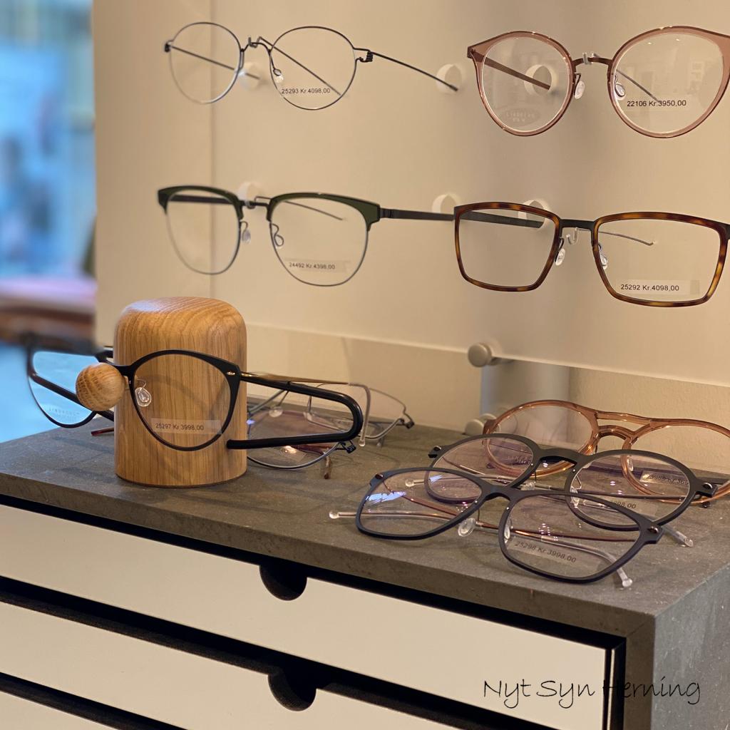 Nyt syn herning - brilleholder - optiker - vinduesudstilling - indretning - dot aarhus